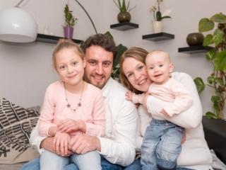 Glückliche Familie in Oppenheim. Bild: Stephan Benz