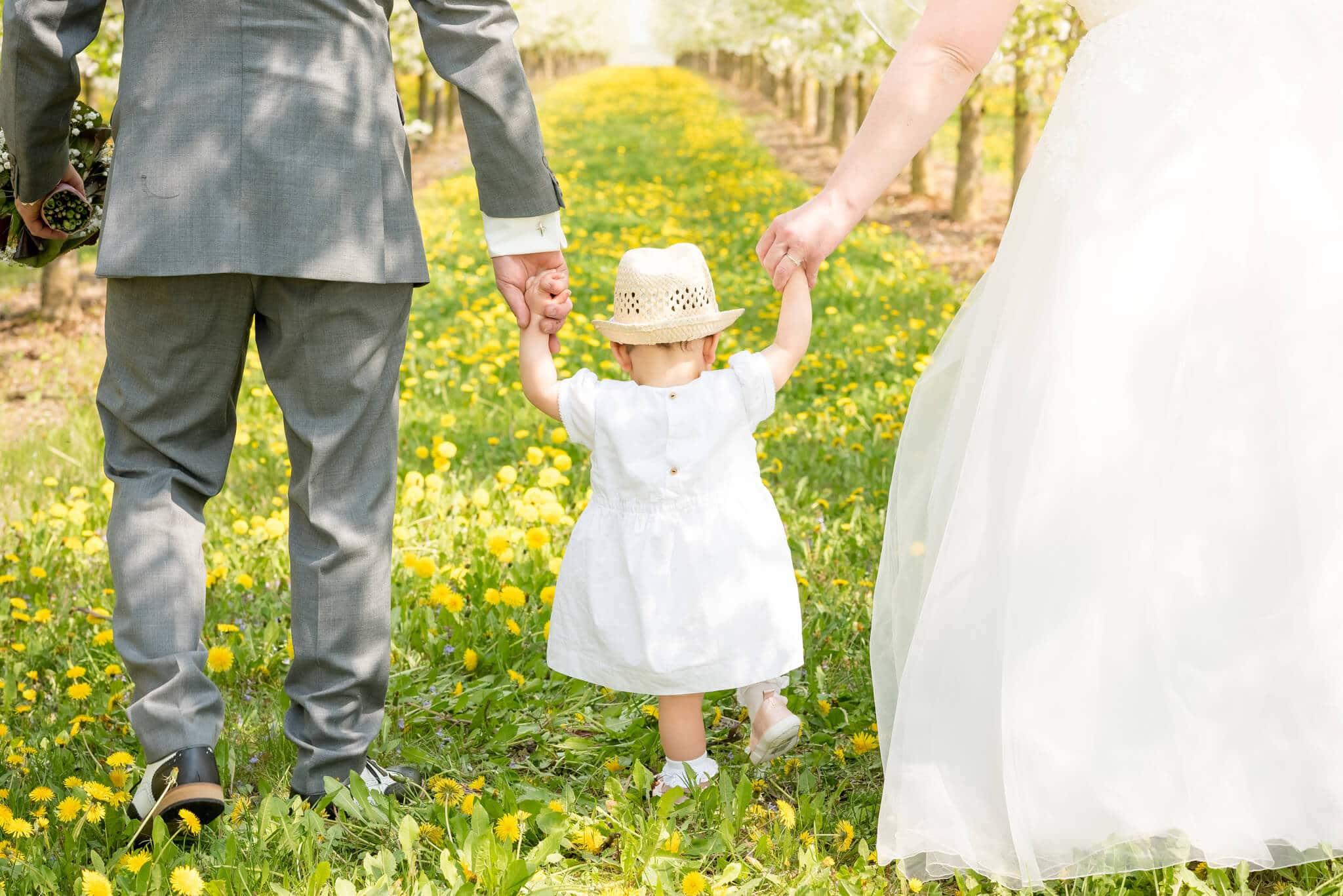 Hochzeitsshooting zwischen Apfelbäumen, Nierstein. Foto: Stephan Benz