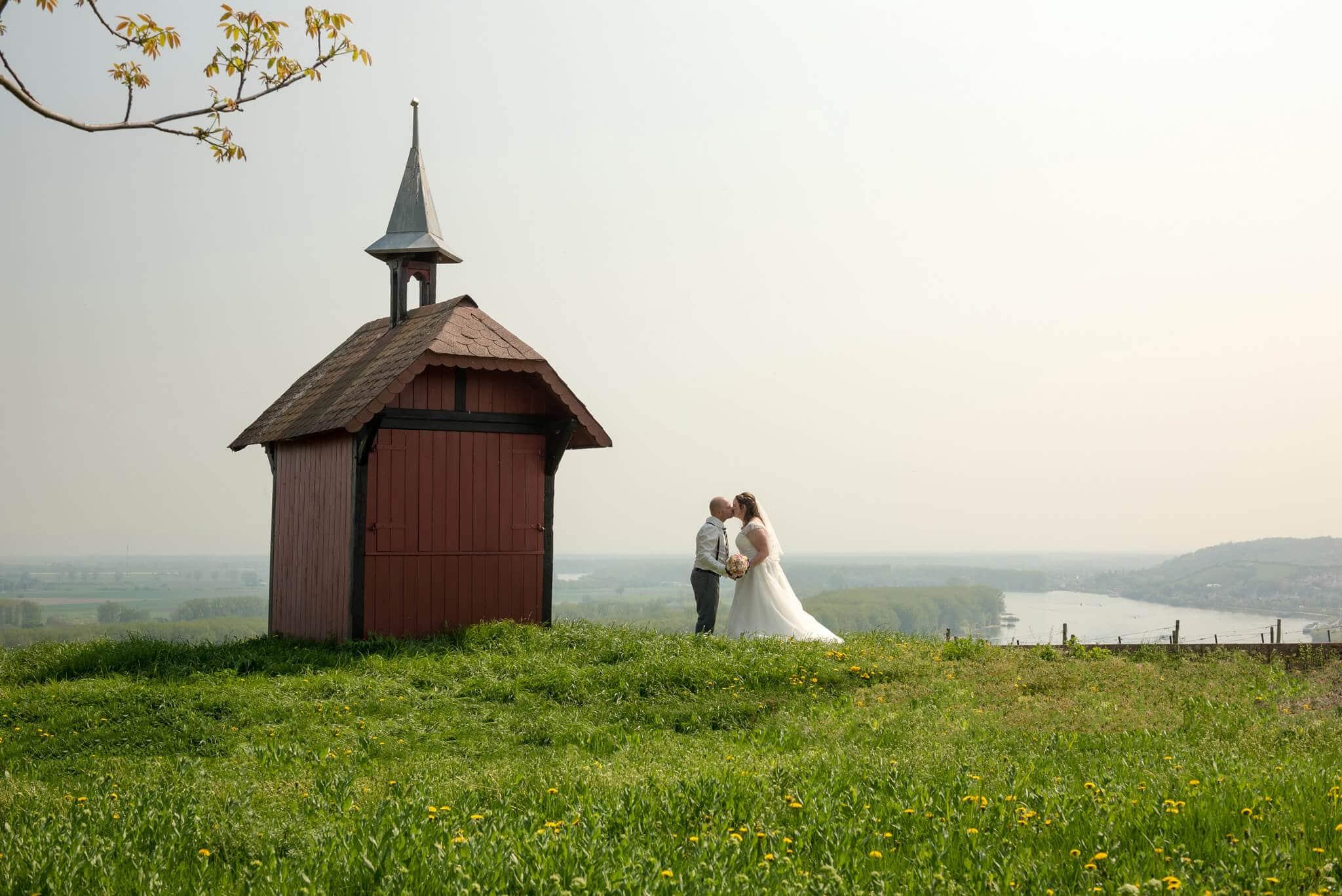 Hochzeitsfotografie an der alten Wingertskapelle. Foto: Stephan Benz